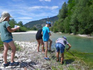 Destination rivières anime un séjour jeunes de sciences participatives